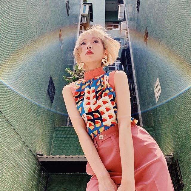 彼女のInstagramには、カラフルでポップな色使いの写真が並ぶ(本人Instagramより)