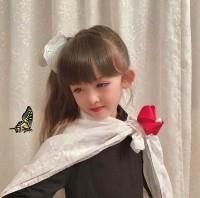『鬼滅の刃』に登場する人気キャラ・栗花落カナヲのコスプレ