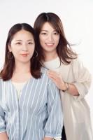 ヘアメイクレッスンを行う(左から)姉・山口直美さん、妹・eriさん