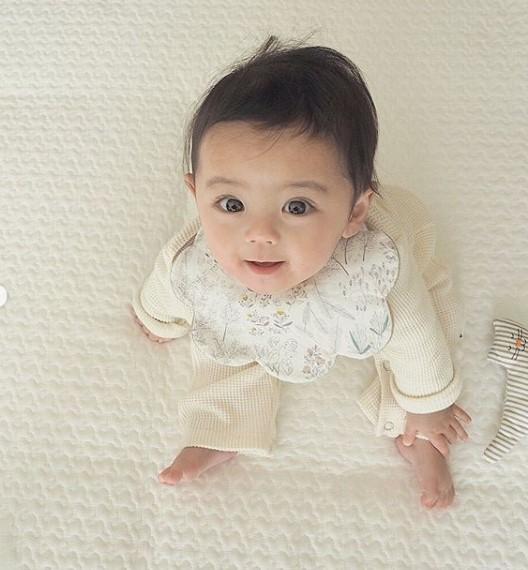 赤ちゃんの頃からくりくりおめめが印象的なしゅうとくん