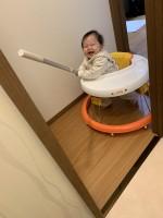 ママのトイレ中クイックルワイパーを持って突撃8ヶ月児