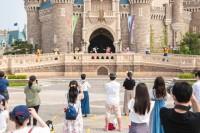 【エンターテイメント】キャラクターによるご挨拶(キャッスルフォアコート)(C)Disney