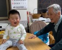 73歳差ながら毎日食事や散歩、掃除も一緒にしているというゆぅくんとじぃじ