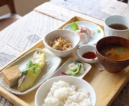 『A to Z cafeのお昼ごはん・お魚のランチ』/1000円