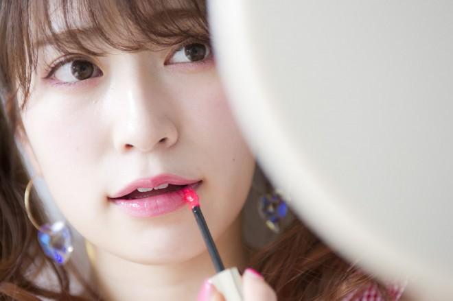 『NMB48 吉田朱里ビューティーフォトブックIDOL MAKE BIBLE@アカリン』(主婦の友社刊)より