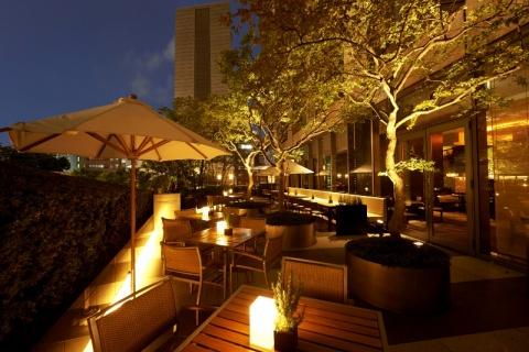 シャンパンもカクテルも 大人女性のための東京「夏ガーデン」案内