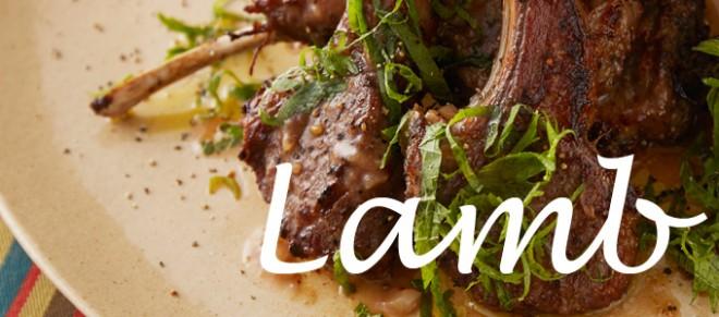 『骨付きラム肉のオーブン焼き』/脂肪燃焼を手助けするカルニチンが豊富なラム肉。大葉を合わせることで食べやすい風味に