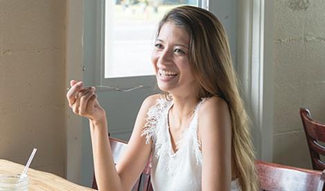 サムネイル 【美女賢磨】モデルが実践する美容法「吉川ひなの〜Vol.3  ハワイでのこだわり食生活