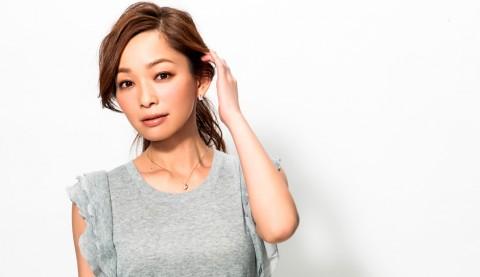 サムネイル 【美女賢磨】モデルが実践する美容法「佐藤純〜Vol.1  夏にピッタリまとめ髪のポイント」