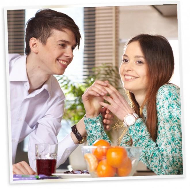 夫婦で会話をしながらしっかりかんで朝食をとると、朝から幸せな気持ちになって愛情も深まりそう