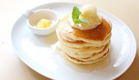 サムネイル 【原宿】パンケーキ好きに愛される こじんまりの隠れ家カフェ「uzna omom」