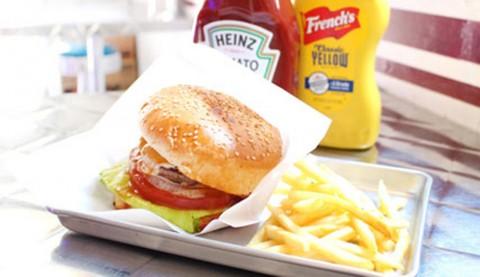 サムネイル 【神宮前】撮影にも使われるおしゃれなアメリカンダイナー&カフェ「CAROLINE DINER」