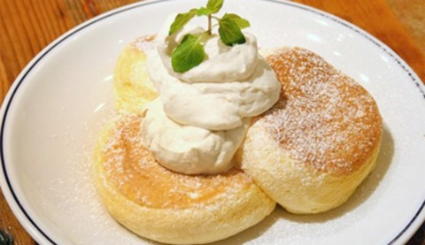 サムネイル 【吉祥寺】新食感のスフレパンケーキが人気のカフェ「FLIPPER'S」