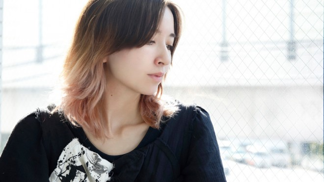 サムネイル 【インタビュー】ikumi「40歳くらいでなんかかっこいいよね、って言われる謎のおばさんになりたい」