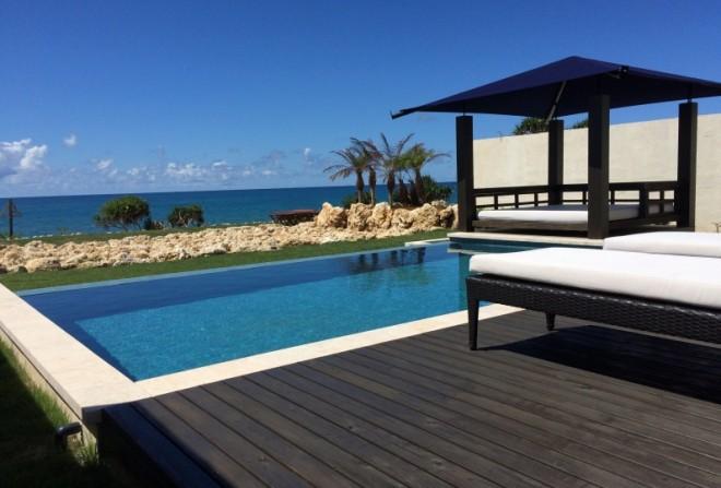 サムネイル 沖縄で別荘のように過ごせる 一棟貸し切りや1日10組以下のおすすめ宿