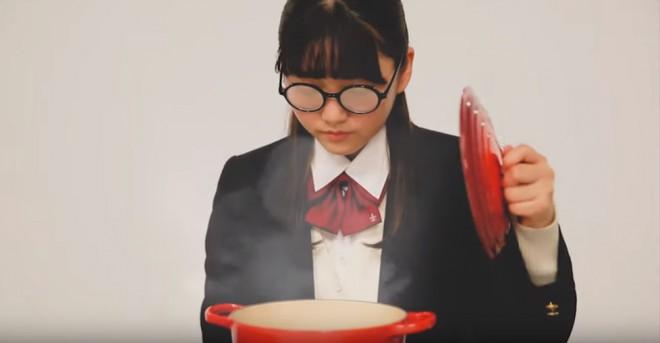 """サムネイル 曇りメガネのダサJKが""""脱メガネ"""" 恋の出会いをきっかけにイメチェン"""