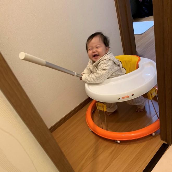 """サムネイル 【育児衝撃画像】ママのトイレ中に満面の笑みで""""突撃""""してきた赤ちゃんに「かわいいから許すとはこのこと」"""