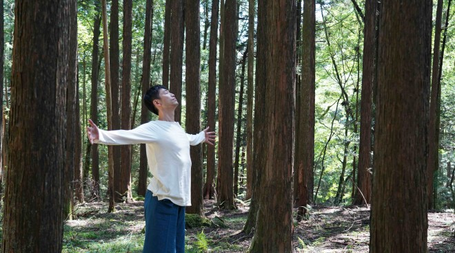 『綿本彰のやさしいヨーガ 〜呼吸を感じて心とカラダをゆるめる〜』発行:NHKエンタープライズ 販売元:ポニーキャニオン (C) 2020 NHK ENTERPRISES