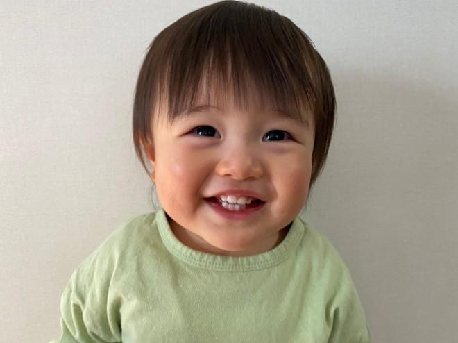 サムネイル 【天使キッズ】2才児の謝る気がない『ごめんなサイドステップ』動画に反響「秒で許す」「他人の子見て初めて可愛いと思った」
