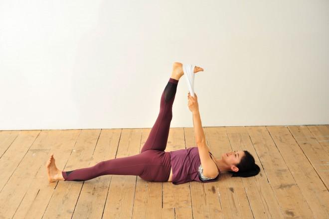蹴り上げる(写真提供:学研)