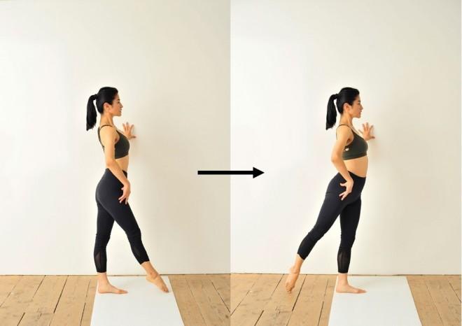 左手を壁について、まっすぐ立ちます。右脚を前に出して、指先で床にチョン、右に伸ばしてチョン、後ろに伸ばしてチョンと3点に触れながら足先で円を描きましょう。反対側も同様に行います。左右各10往復が回数の目安です。
