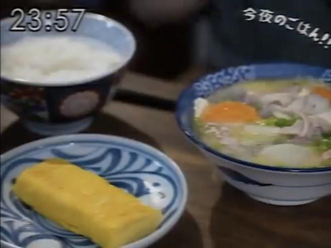 昭和96年の豚汁てぇしょく(写真:YouTubeチャンネル「Genと文庫食堂」より)
